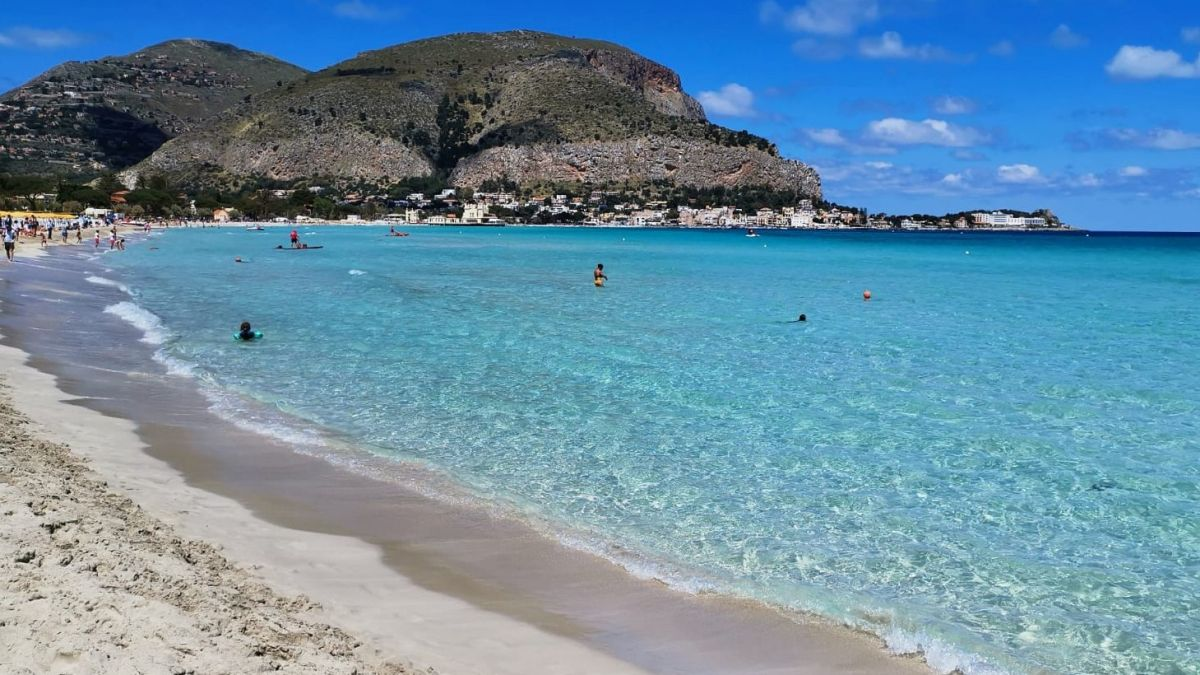 sicily private tour - best things to do in Sicily - Mondello beach
